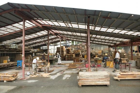 敷地内には型枠の工場が