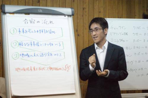 嘉村賢州さんです、講義中