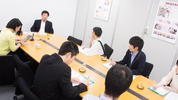 (地下鉄淀屋橋駅からすぐの本社。インタビューは数名の求職者とともにお邪魔した。)