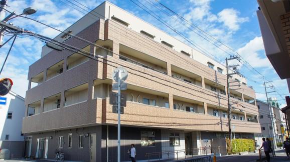 京阪電車「寝屋川市駅」から徒歩7分とアクセスも良い。)
