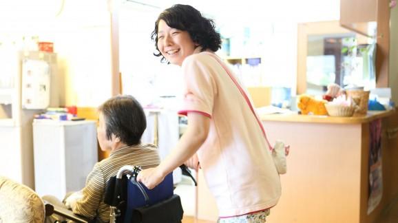 (2013年夏、メディプラン別施設「ソレイユねやがわ」で勤務していた頃の日比野さん。)